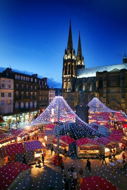 Het is misschien niet het eerste waar je aan denkt bij een bestemming in Frankrijk, maar ook in #Clermont-Ferrand wordt de kerst gevierd met een uitgebreide #kerstmarkt!