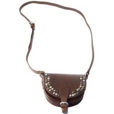 Leren schoudertas (zadeltas) met studs aan de voorkant van de tas en verstelbaar hengsel met gesp. Stoere tas ideaal voor een als je op stap gaat en past bij elke trendy outfit | dark brown.