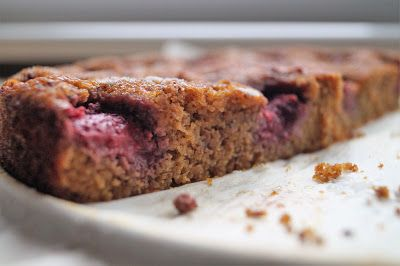 Moja Odrobina Zapomnienia: Ciasto fit z truskawkami