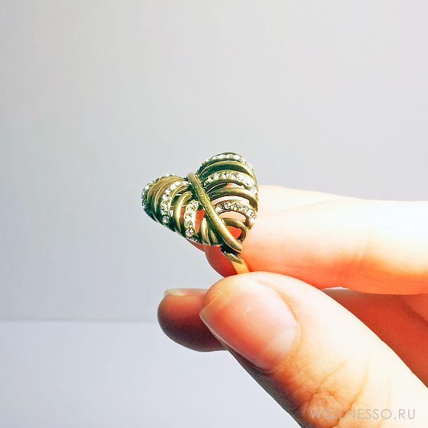 кольцо в форме листа состаренное золото