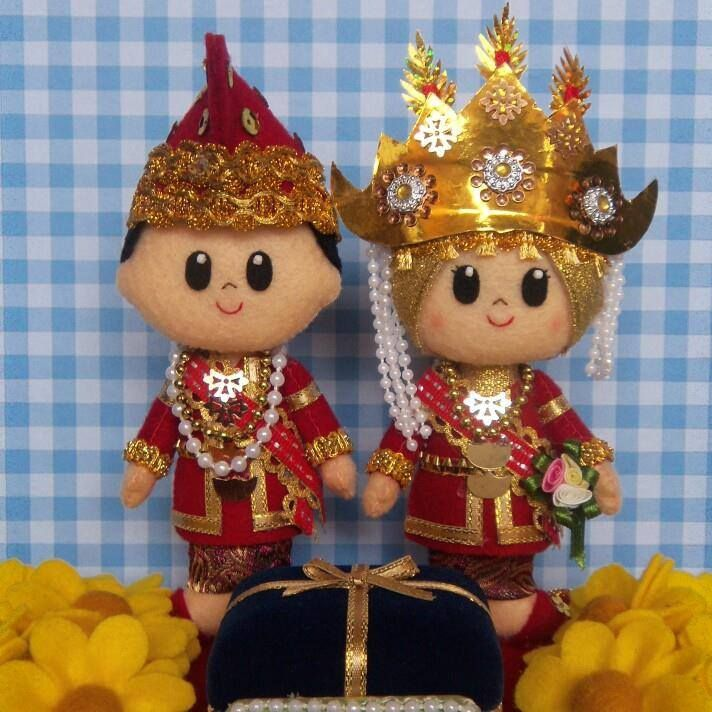 those are really something. It's like a royal wedding. Indonesian traditional wedding costumes. felt doll