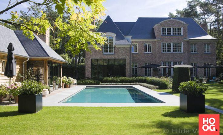 Rechthoekig zwembad met luxe poolhouse