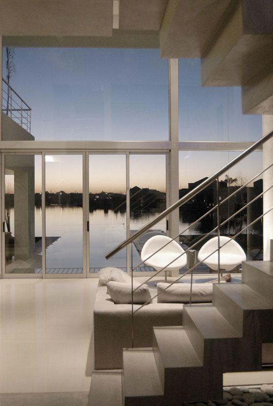Castores House (2006) Proyecto y Dirección de Obra   #Arquitectura #Architecture #Disenio #Design #SittingRooms #SalaDeEstar   Más información:  http://vanguardaarchitects.com/es/what-we-do.php?sec=house&project=36