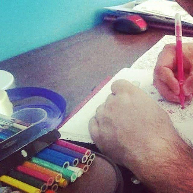 Panowie też kolorują! :) #różowymazak #lofi #zdrowepiksele #tajemnyogród #johannabasford #kolorowanka #kolorowanie #art #coloring #kolorowanki #relaks #colorful #kolorowo #colors #relax #coloringbook #sztuka #colouring #secretgarden #illustration #picture #kolorujemy #colours #color #coloringpages #summer #books #colouringbook #colour #artsy
