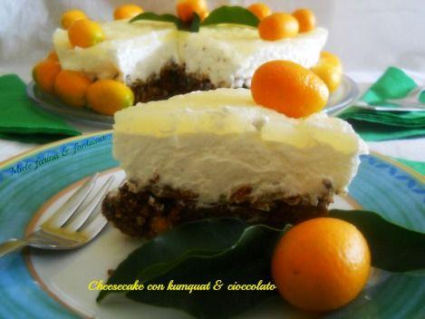 Cheesecake senza cottura con frutti di Kumquat e cioccolato. Ricetta dolce