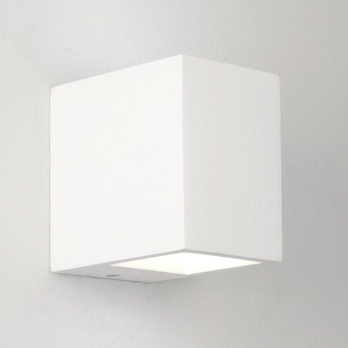 Vegglampe som lyser opp og ned. Lyskilde: 1x40W Mål: Høyde: 100mm x bredde: 70mm x dybde:100mm