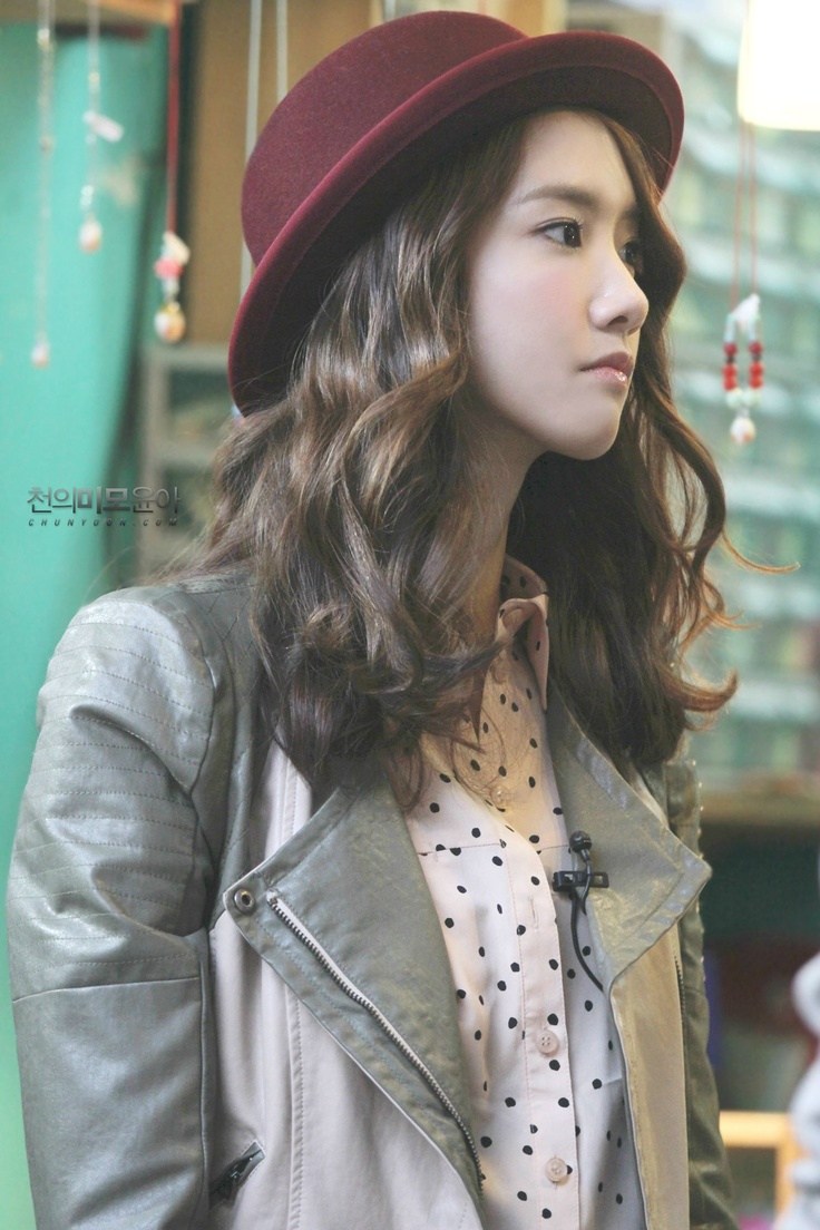 <3 yoona http://soshified.com/forums/topic/35767-yoonaism-yoong-a-day/page__st__4280