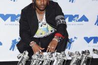 Кендрік Ламар став тріумфатором премії MTV Video Music Awards https://www.depo.ua/ukr/life/kendrik-lamar-stav-triumfatorom-premiyi-mtv-video-music-awards-20170828629363  Американський репер Кендрік Ламар став переможцем премії MTV Video Music Awards в шести номінаціях, ставши рекордсменом цього року