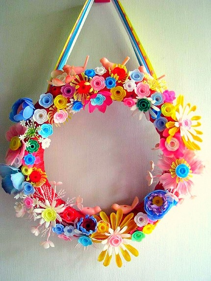 Wreath that almost is too incredible.  This would be a great birthday wreath since it uses all birthday candle holders.  cute.