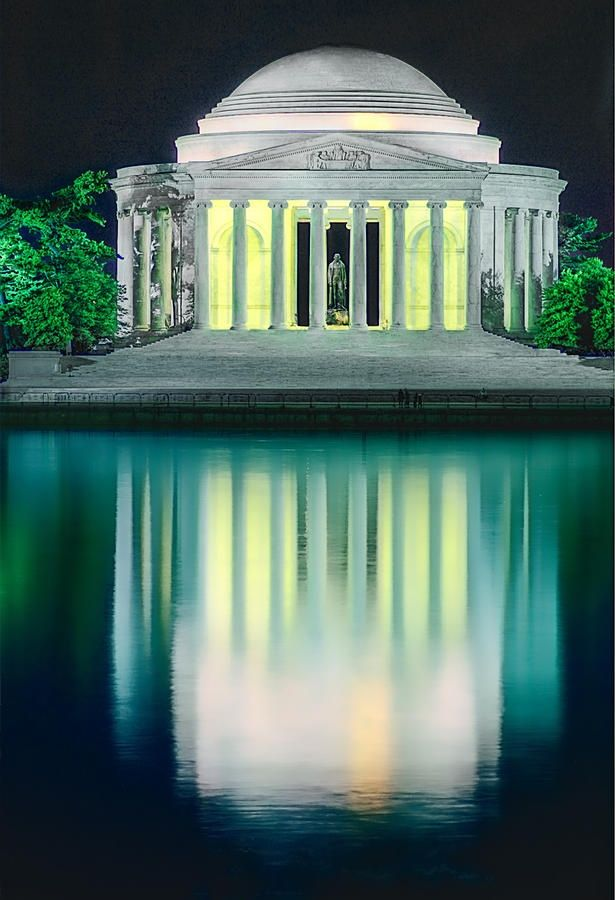 Thomas Jefferson Memorial at Night, Washington DC. Night is the very best time to visit this gorgeous monument. More