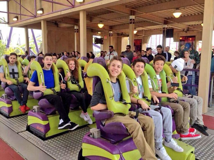 Magcon @ six flags