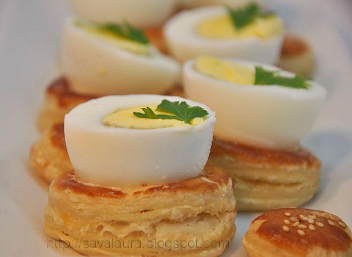 Si iata ca maine ala de care va vorbeam aici, la Luntrite cu somon, s-a facut azi :D, cand iata, v-am adus niste cuiburi de foitaj cu oua extraordinare!!!!!!! ...si asta numai din cauza ca am primit...