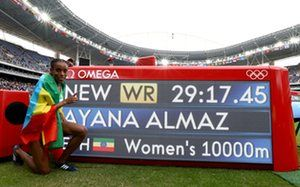 Almaz Ayana celebrates winning the women's 10000 meters final and setting a new…