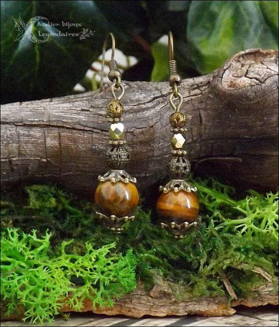 ᘛ Voile minéral ᘚ Boucles en grands Oeil de tigre, verre de bohème facetté et perles bronzes : Boucles d'oreille par atelier-bijoux-legendaires