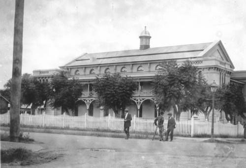 The Court House was built on the site of the original immigration barracks. The building was completed in September 1877.  Photo 1900 (State Library Qld)
