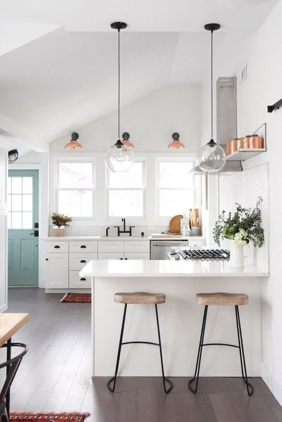 Modern farm house inspiration for your kitchen. clean and bright. Modern kitchen organization would be the heaven of housewife or housemen, You will find some modern kitchen decor ideas via this gallery.