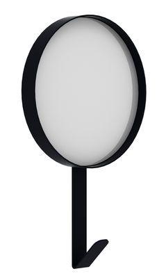 Wandspiegel Hook / Garderobenhaken - Ø 37 cm x H 51 cm, Schwarz von Universo Positivo finden Sie bei Made In Design, Ihrem Online Shop für Designermöbel, Leuchten und Dekoration.