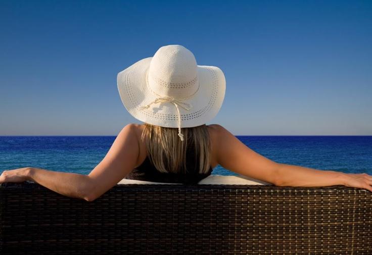 ¿Alguna vez has soñado con un lugar en la orilla del mar en el que poder relajarte, disfrutar con tus amigos, ver el atardecer...?. ¡No sueñes más..., muy pronto OLEAJE PLAYA GRANADA!