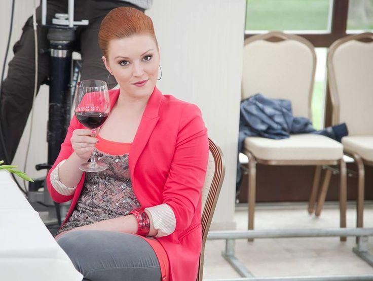 Karin Kučerová (Barbora Švidraňová) sa už chystá vrátiť do diania Búrlivého vína. Pôjde zase po Martinovi?  Prečítajte si, ako trávi Juraj Loj prestávky medzi nakrúcaním: http://burlivevino.markiza.sk/clanok/aktualne/prestavka-medzi-nakrucanim-takto-vyvadzali-za-kamerou.html