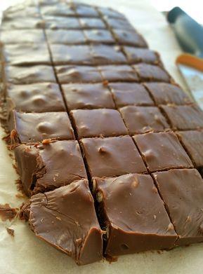 Så enkelt men oj så gott. En len och god chokladfudge som smälter i munnen, den görs dessutom på nolltid och på bara 2 ingredienser.