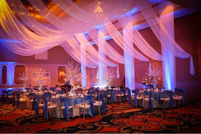 decoracion de bodas con telas y flores