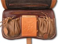 Gelderse Roos historische kleding en schoenen - specialw riemtassen
