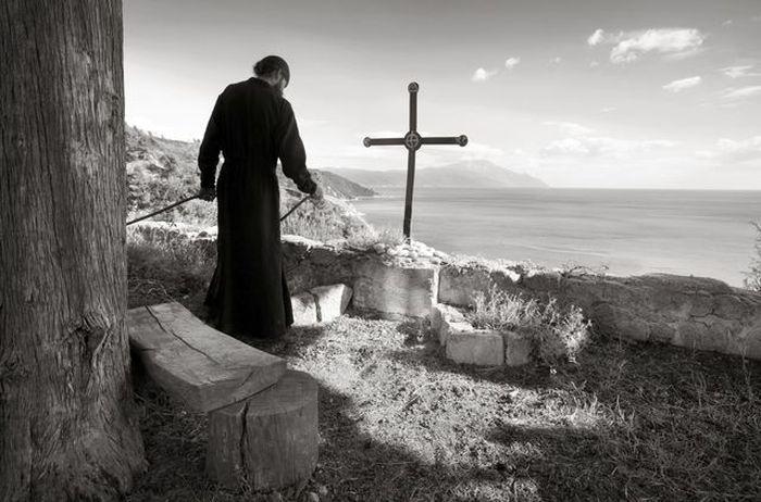 Εκθεση φωτογραφίας για το Αγιο Ορος στην Κρύπτη του Ναού του Αγίου Σάββα στο Βελιγράδι (ΦΩΤΟ) - http://www.vimaorthodoxias.gr/vivlia-ekdiloseis/ekthesi-fotografias-gia-to-agio-oros-stin-kripti-tou-naou-tou-agiou-savva-sto-veligradi-foto/