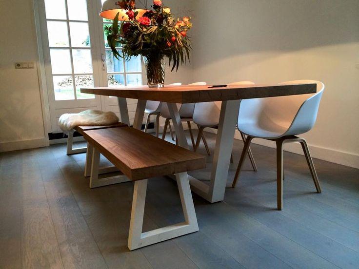 Zwaartafelen i wit stalen onderstel van pim i interieur for Holland house design