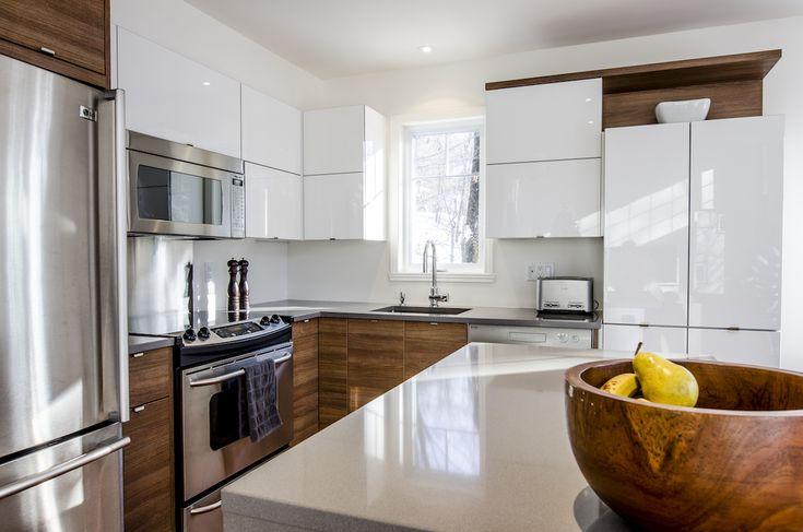 cuisine contemporaine panneaux laqu s et bois cuisine. Black Bedroom Furniture Sets. Home Design Ideas