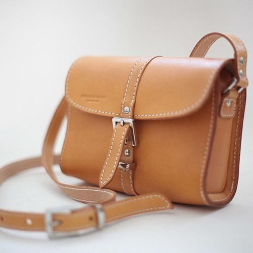 burberry crossbody bag outlet sd28  This cross-body bag is made of authentic vegetable-tanned leather and it  comes
