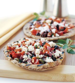 Grilled Pitas with Tomatoes, Olives, and Feta: Mint Recipe, Tomatoes Recipe, Food Ideas, Feta Photo, Feta Recipe, Healthy Food, Favorite Recipe, Grilled Pita, Olives Bonappetit