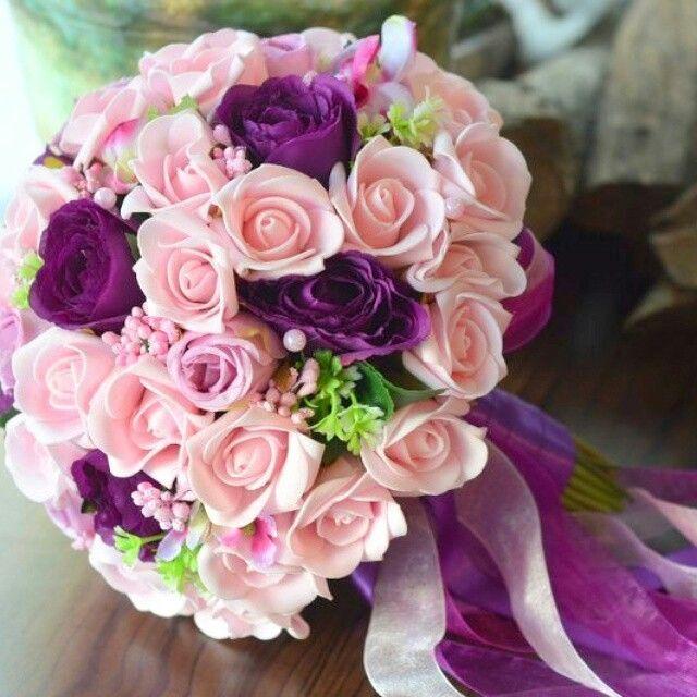 Mor ve pembe renklerden oluşan gelin buketi 208 no şiparis için  05446866145 Veya  www.gelinbuketleri.com   #morbuket #gelinelçiçegi #morgelinbuketi #pembegelinbuketi #follow #followers #gelinbuketlerim #gelinbuketi #gelinelçiçegi #wedding #romantic #classic #love #onebouquetonelove #bridalbouquet #bouquet #bileklik #gelinbilekligi #nedimebilekligi #broslubuket