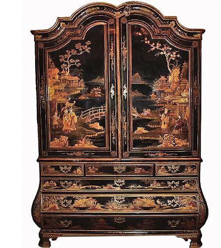 18th century Dutch linen press with Chinoiserie ornamentation