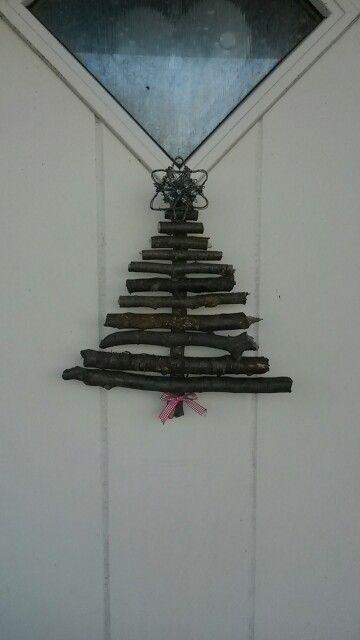 Julgran av pinnar. ..
