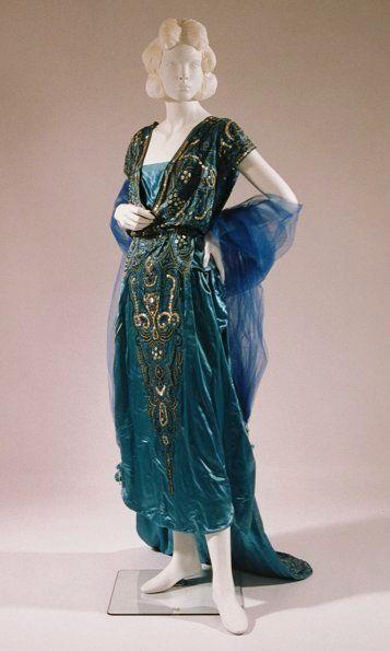 Evening gown, Circa 1920 via Bunka Gakuen Costume Museum