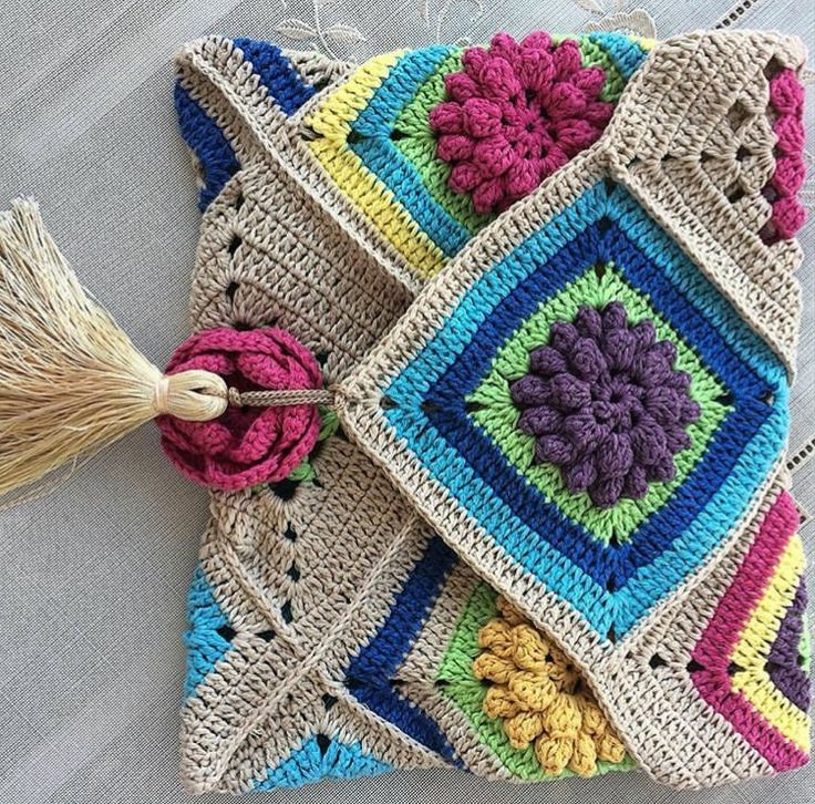 Interessante combinação de formas, texturas e cores. Simplesmente boho