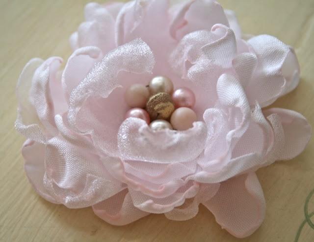 The Polka Dot Closet: Fabric flower tutorial