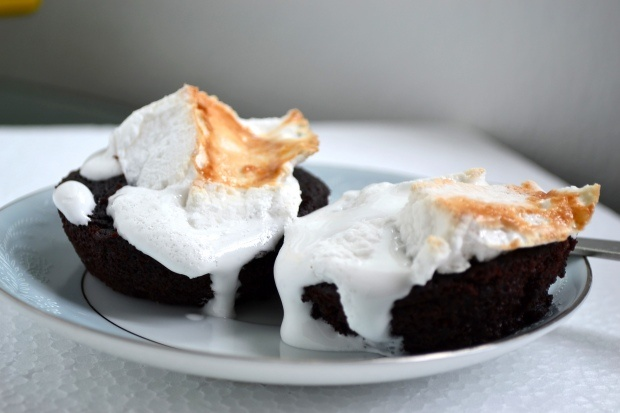 yogurt chocolate cakeCake Recipe, Yogurt Chocolates, Chocolates Cake, Serious Addict, Chocolates Yogurt, Angry Men, Yoghurt Cake, Yogurt Cake, Chocolates Yoghurt