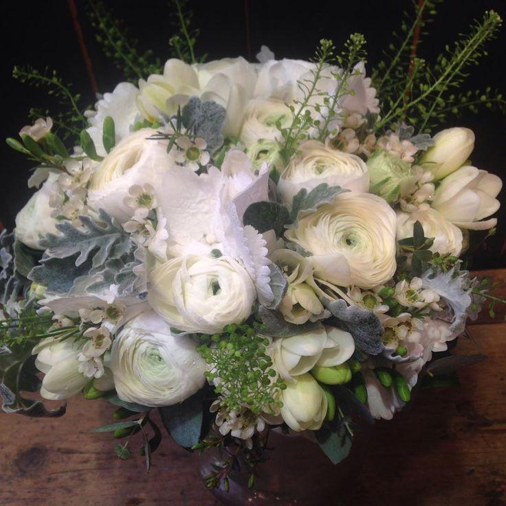 """27 likerklikk, 2 kommentarer – Botanica Blomster (@botanicablomster) på Instagram: """"En av helgens brudebuketter. #ranunculus #fresia #hydrangea #woksblomst #brud #botanicablomster"""""""