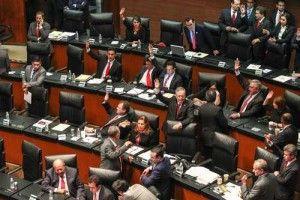 El Senado aprobó anoche la reforma política del Distrito Federal, una modificación a 50 preceptos constitucionales que convierte a la capital del país en ''entidad federativa'' denominada Ciudad de México, con autonomía plena y su propia constitución, la que deberá ser aprobada por una asamblea constituyente a más tardar el 31 de enero de 2017. […]