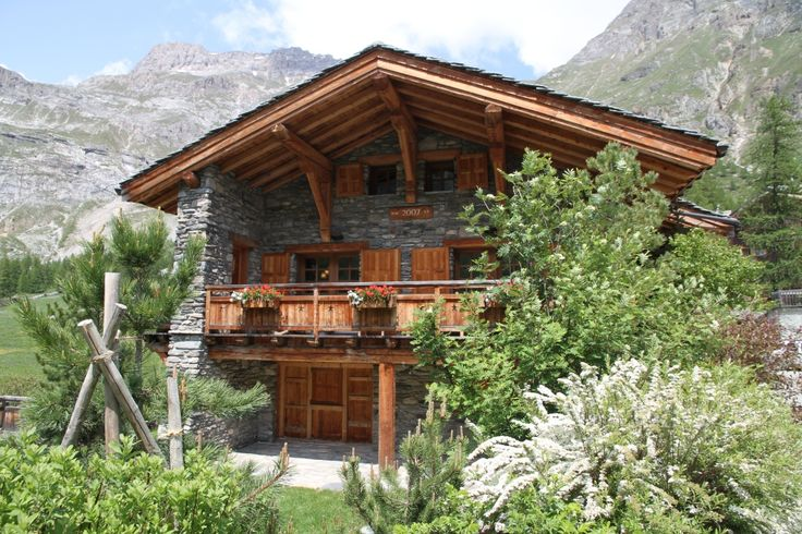 Calistoga Chalet in Val d'Isere, a perfect traditional Chalet in one of the best Alps skiing area.