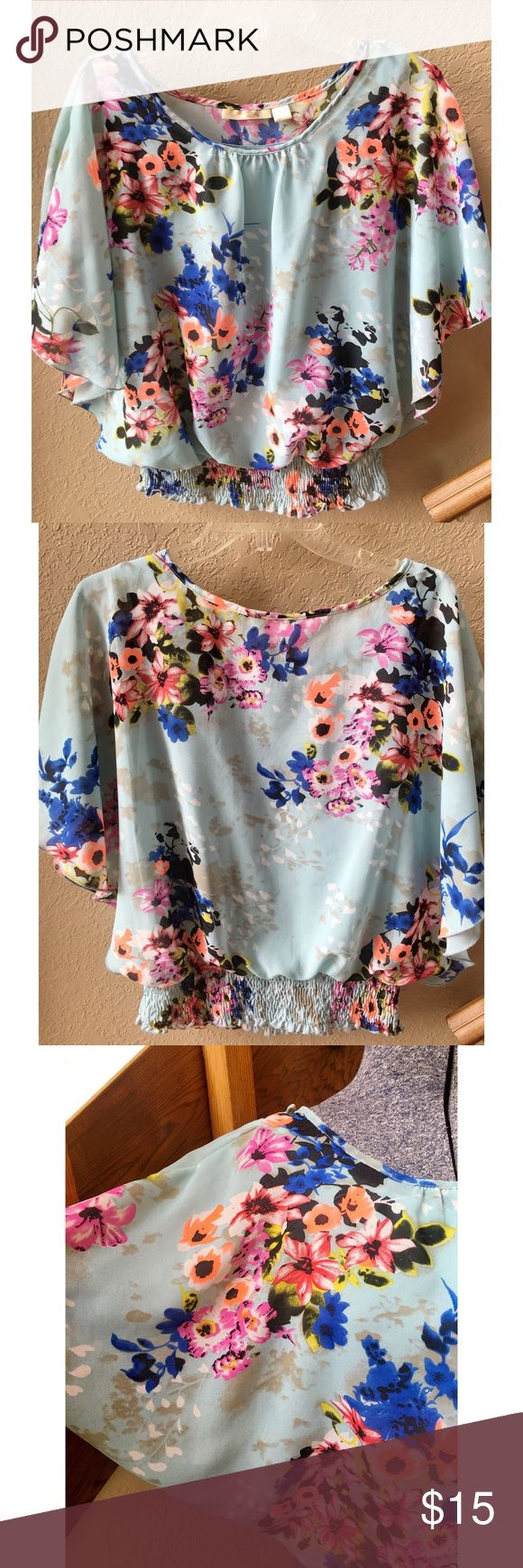 ❤️ Floral batwing top ❤️ Gorgeous floral batwing top with built in tank underneath. Size medium. New Glory Tops Blouses