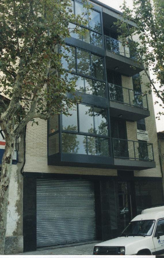Edificio entre medianeras, Reus  / AMSA Arquitectura