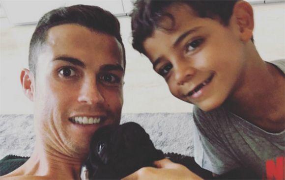 Cinta Anak Anjing Untuk Cristiano Ronaldo