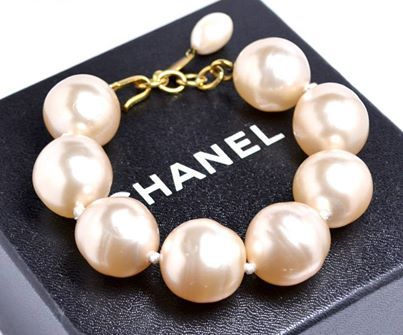 "CHANEL. PARIS. 1985 COLLECTION PEARL GUMBALL BRACELET GUARANTEED AUTHENTIC. CHANEL. PARIS. 1985 COLLECTION. HUGE GUMBALL PEARL BRACELET ADJUSTABLE TO 9"". MINT VINTAGE — at pilgrim 70 orchard street new york city."
