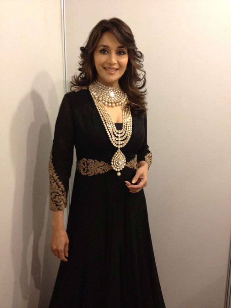 Madhuri Dixit, From the Jewelry Couture Week - love her necklace