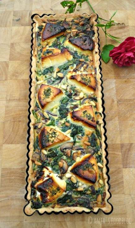 Hartige taart met een vulling van spinazie, champignons en geitenkaas.