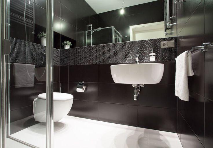 Nowoczesna łazienka w czerni, z delikatnym dodatkiem bieli. #design #urządzanie #urząrzaniewnętrz #urządzaniewnętrza #inspiracja #inspiracje #dekoracja #dekoracje #dom #mieszkanie #pokój #aranżacje #aranżacja #aranżacjewnętrz #aranżacjawnętrz #aranżowanie #aranżowaniewnętrz #ozdoby #łazienka #łazienki