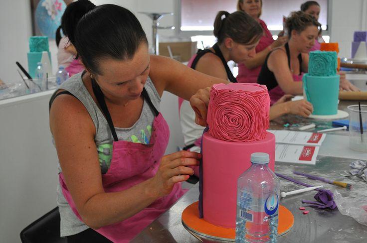 Michelle Rea's Rose Ruffle Double Barrel Cake class
