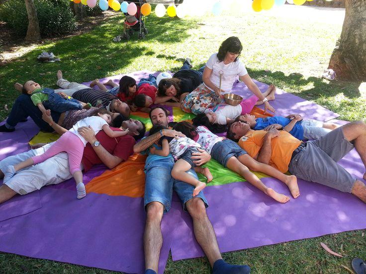 Escola sunshine yoga baby e Kids. Aulas yoga para bebes e crianças e formação para profissionais. 968075211 | escola@sunshineyoga.pt